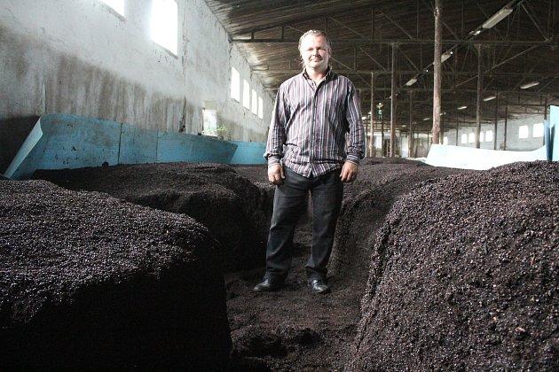 Petr Divácký se věnuje vŠardicích přípravě úspěšného slováckého vermikompostu od roku 2012.