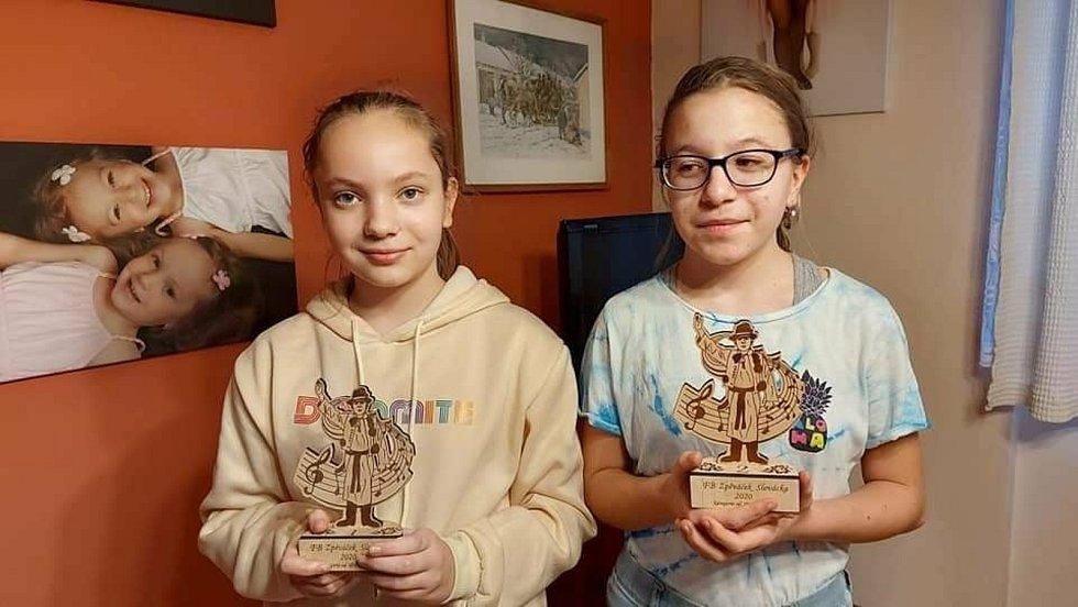 Sestry Petrželkovy zabodovaly v soutěži Zpěváček Slovácka 2020. FOTO: Antonín Vrba