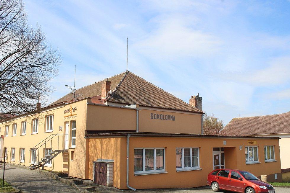 Sokolovna v Čejkovicích.