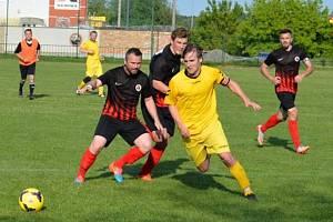 Fotbalisté Dolních Bojanovic (v černých dresech). Ilustrační foto