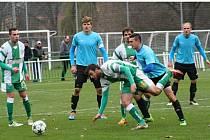 Bzenečtí fotbalisté (v zelenovílých dresech) ve 14. kole divize D přehráli Velkou Bíteš 4:1 a v tabulce se posunuli na šestou příčku.