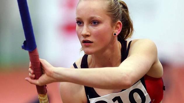 Talentovaná čejkovická tyčkařka Veronika Strýčková získala na letošním halovém mistrovství Moravy a Slezska ve Vítkovicích dvě zlaté medaile.