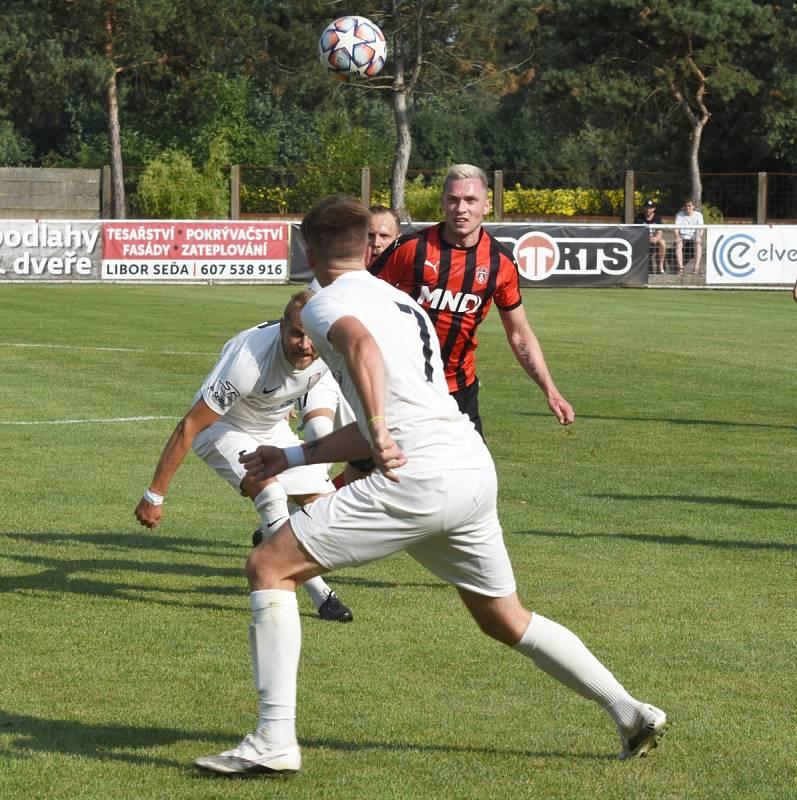 Hodonín v předkole Mol Cupu vyhrál na hřišti Lanžhota 2:1.