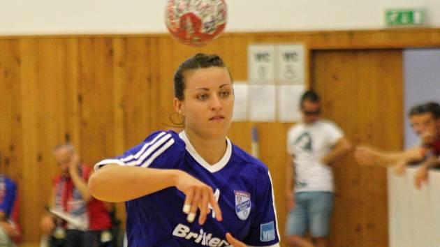 Dvaadvacetiletá spojka Mária Olšovská (na snímku) bude veselským házenkářkám scházet minimálně měsíc.