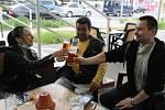 Otevření zahrádky restaurace U Špaka v Hodoníně. Uvolňování karantény, 11. května 2020.