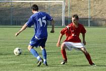 1. předkolo krajského poháru: Mikulčice (v červeném) vs. Tvrdonice.