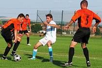 Fotbalisté Kyjova (v oranžovém) zahájili herní přípravu výhrou 2:1.