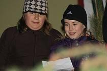 Děti z rohatecké školy předvedly živý betlém a zazpívaly několik vánočních písní.