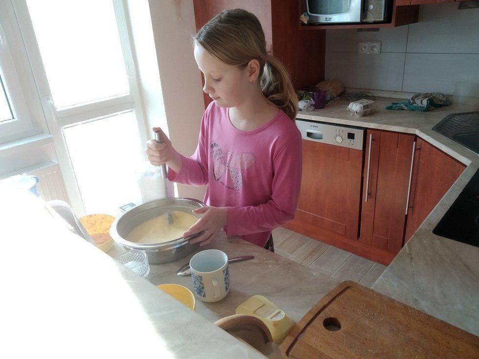 Žáci v Čejči dokumentují i svoji pomoc doma