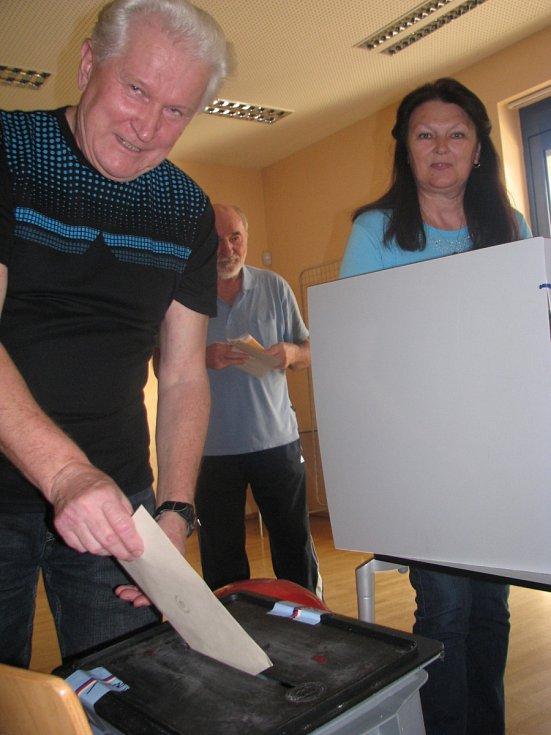 Přenosná urna dorazila i do hodonínských lázní, kde odvolilo kolem osmdesátky lidí.