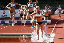Atletického mistrovství České republiky mužů a žen do 22 let, které se v Hodoníně uskutečnilo na konci srpna, se v osmatřiceti disciplínách zúčastnilo celkem 435 závodníků z jednaosmdesáti oddílů.