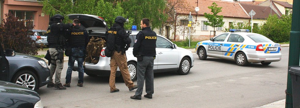 Policejní zásah v Sudoměřicích na Hodonínsku. V pondělí tam střelec několikrát vypálil poblíž školy.