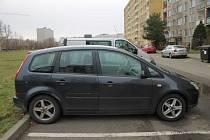 Řidiči z Hodonínska nabourali zaparkovaná auta a z místa nehody následně ujeli.