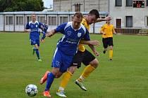 Fotbalisté Vracova (v modrých dresech) prohráli všechny jarní duely a v tabulce okresního přeboru skončili předposlední.