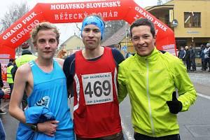 Třiapadesátý ročník populárního Štěpánského běhu v Kyjově znovu vyhrál Lukáš Olejníček (vpravo), který porazil druhého Roberta Míče (vlevo) i třetího Romana Paulíka.