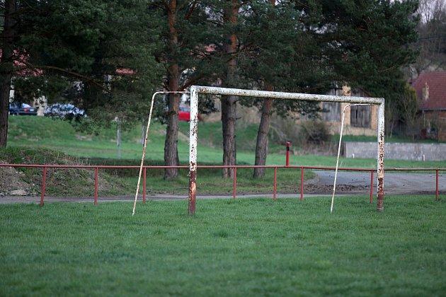 Zaniklé fotbalové hřiště vMouchnicích.
