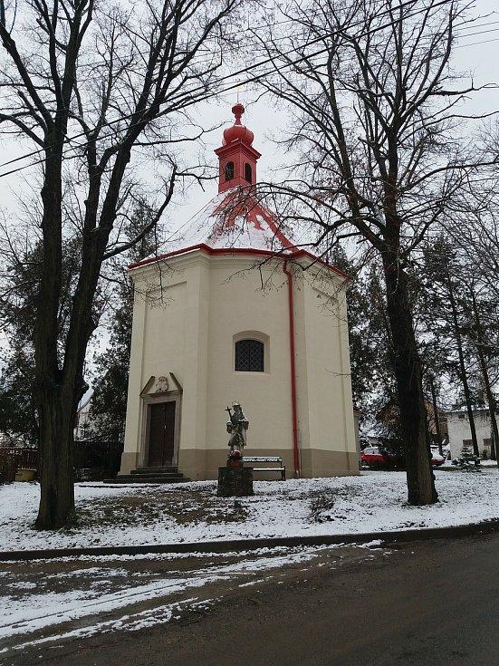 Kaple Pozdvižení svatého Kříže v Dolenici na Znojemsku.