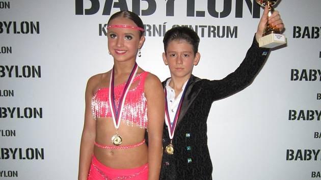 V prestižní kategorii junior II-B-LAT obsadili třetí místo Filip Schwoiser s Klárou Megovou.