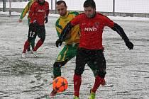 Fotbalisté divizního Hodonína (v červených dresech) ve druhém přípravném utkání porazili sousední Mutěnice 4:0.