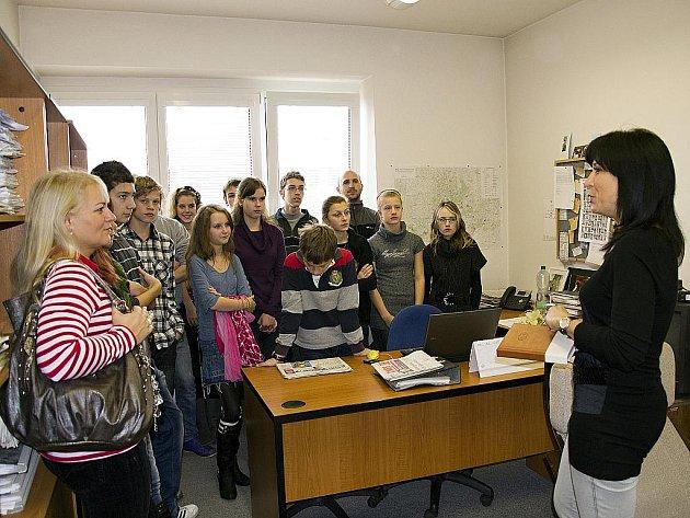 Exkurze Základní školy Očovská v redakci Hodonínského deníku.