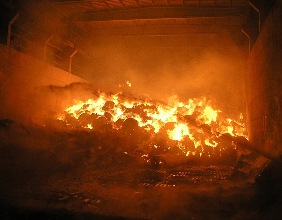 K požáru vyjelo osm hasičských aut