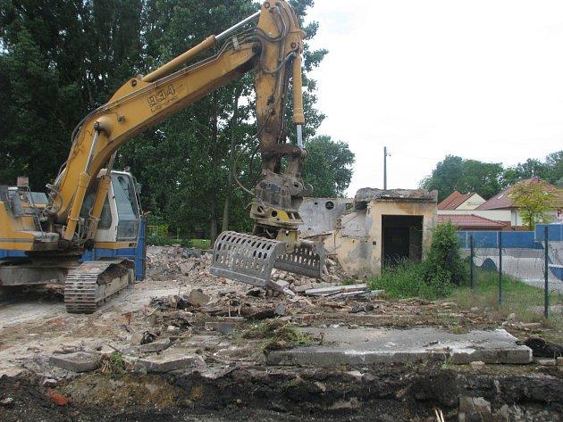 Bourání historické Salajky ve Veselí nad Moravou.