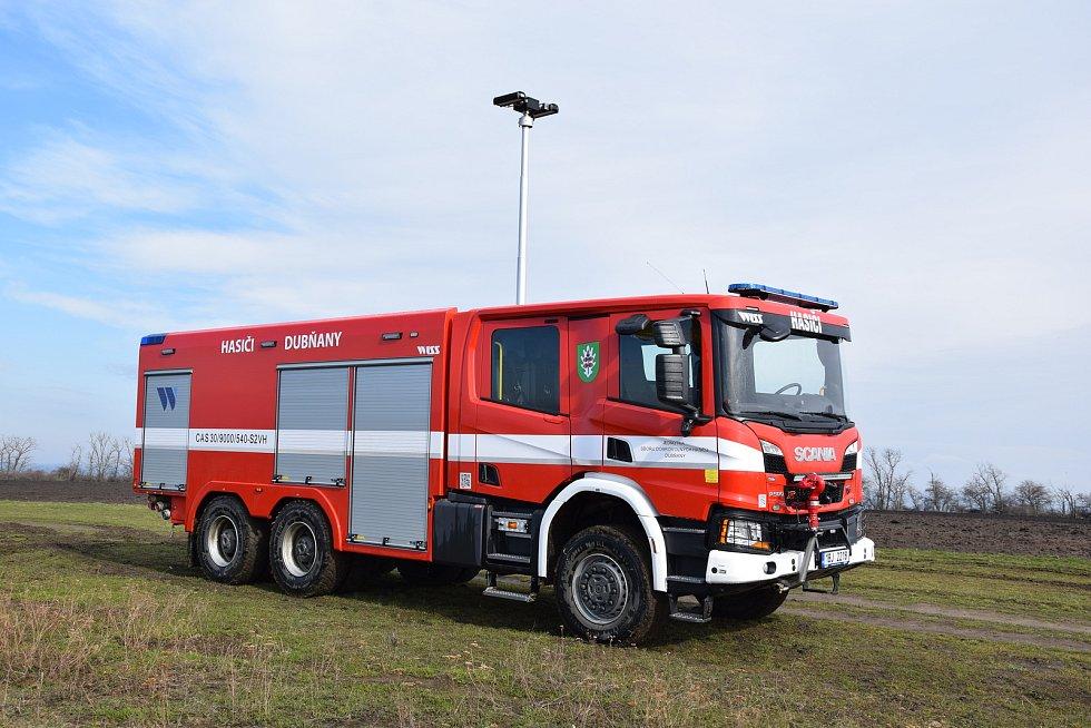 S cisternou s nejmodernějším vybavením vyjíždí od února k zásahům hasiči z Dubňan.