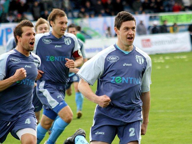 Útočník Vracova Michal Jílek se raduje z vítězné branky. Hosté vyhráli ve Bzenci 2:1.