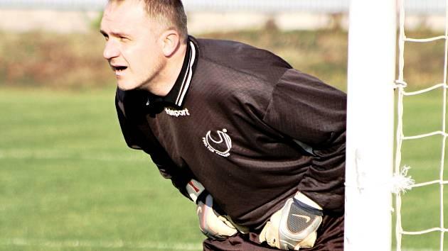 Zkušený brankář Žarošic Stanislav Holub se v Krumvíři blýskl výborným výkonem. Celek z Kyjovska si nakonec domů odvezl po remíze 0:0 cenný bod.