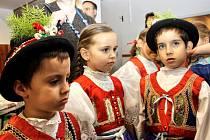 Medovinu, dekorace, oblečení nebo třeba obrázky mohli lidé nakoupit na Vánočním jarmarku v Ratíškovicích. Ten se konal po dva dny v tělocvičně tamní základní školy. Děti potěšily hlavně připravené dílničky.