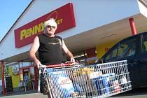 Supermarket ve Bzenci konečně otevřel.
