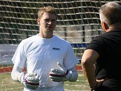 Brankář Michal Lupač se po skončení kariéry vrátil zpět k fotbalu. Bývalý gólman Mutěnic a Skalice se na spolupráci dohodl v rodném Hodoníně. V sobotu kryl záda novému parťákovi Martinu Petrášovi.
