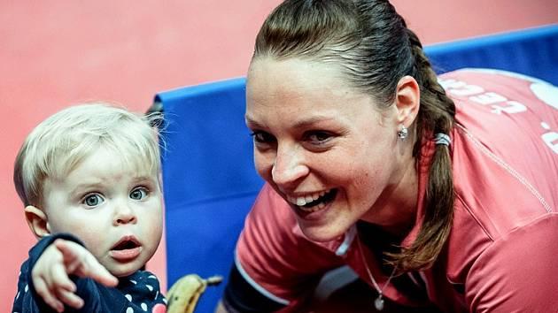 Stolní tenistka Dana Čechová se v Jablonci nad Nisou společně s dcerkou Gábinkou radovala ze zisku mistrovského titulu.