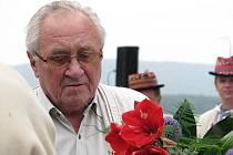 Zemřel zpěvák, muzikant a profesor veterinárního lékařství Lubomír Holý.