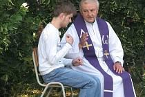 Mši vedl kardinál z Vatikánu Giovanni Coppa