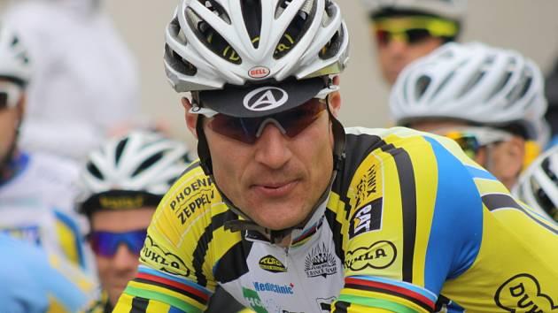 V hlavním nedělním kritérijním závodě zvítězil Alois Kaňkovský z Dukly Praha. Druhý dojel Zdeněk Mlynář. Člen týmu Focus Cycling Znojno porazil dalšího jezdce pražské Dukly Milana Kadlece.