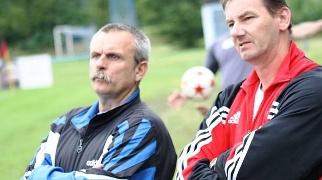 Zkušení trenéři, Jan Dohnálek (vpravo) s Jaroslavem Řezáčem, dovedli fotbalistky Nesytu Hodonín ke třetí výhře v řadě.