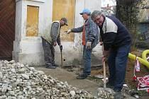 Opravy na kapli svatého Kříže v Hodoníně.