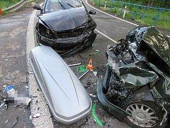 K těžké dopravní nehodu dvou osobních aut vyjížděli v pátek navečer záchranáři ke Strážnici na Hodonínsku.