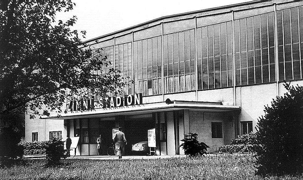 Zimní stadion v Hodoníně před padesáti lety.