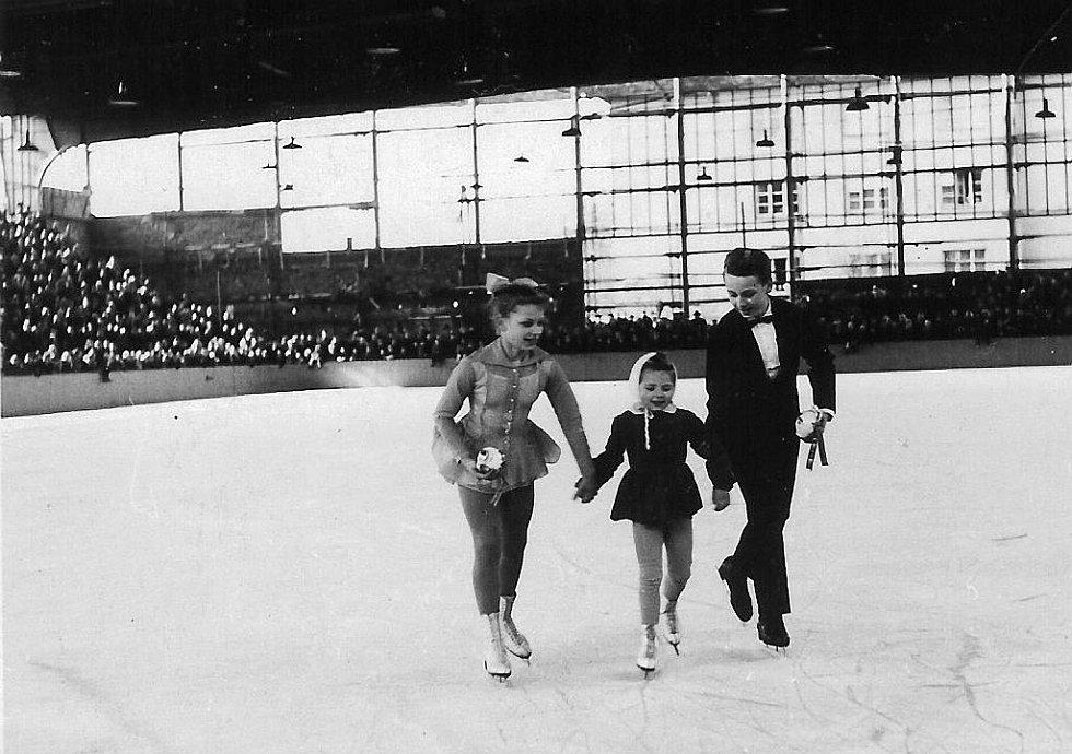 Na hodonínském ledu krasobruslili i sourozenci Romanovi.