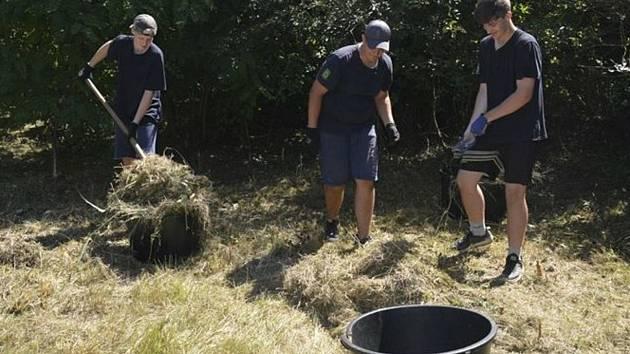 Brigádníci uklidili zanedbaná místa v Hodoníně.