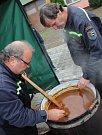 Na návsi u obecního úřadu v Prušánkách se uskutečnil šestý ročník Gulášfestu.
