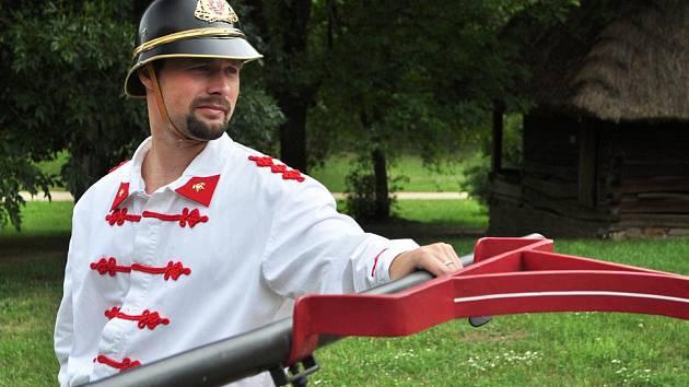 Ruční koňská stříkačka je jejich chlouba. Na snímku Tomáš Letocha.