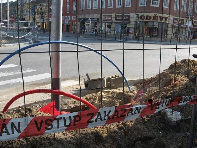 Rozkopaná světelná křižovatka na hodonínské Národní třídě.