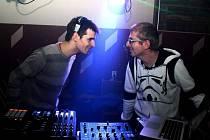 Na sobotní akci se představí i DJ Commander (Michal Vítek, vlevo) a DJ Liner (Václav Hovězák)