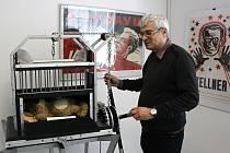 Hodonínský sál Evropa hostí sbírku Z historie kouzelnického umění.
