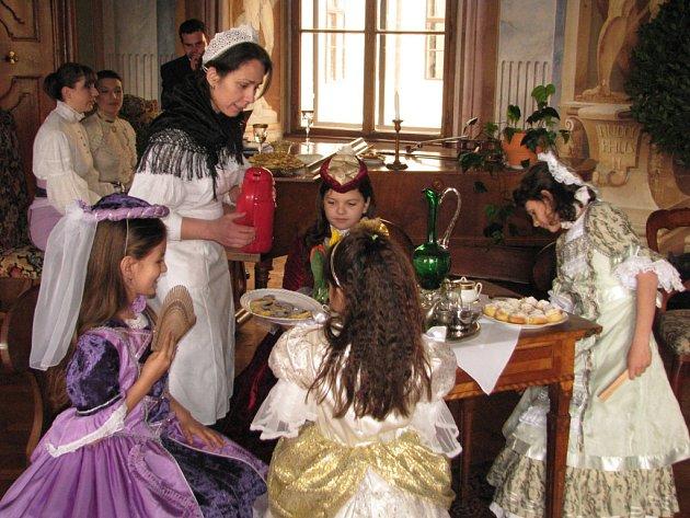 Velikonoční prohlídky na zámku doplnila kostýmovaná návštěva.