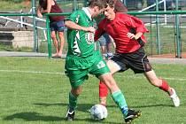 Fotbalisté Hodonína (v červeném) remízovali s hráči Rájce-Jestřebí 3:3.