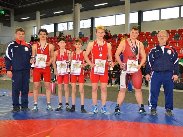 Mladí hodonínští zápasníci uspěli na mistrovství České republiky, které hostila třinecká hala.